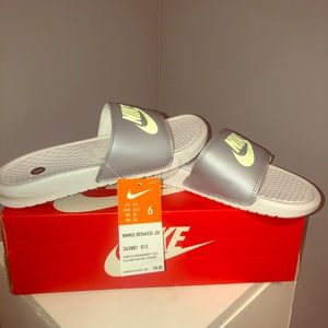 SANDALS BY NIKE